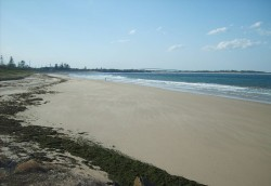 1200px-Stockton_Beach_-_southern_end
